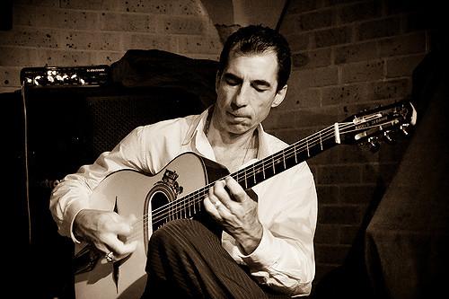 パーマリンク先: Angelo Debarre アンジェロ・ドゥバーレ|ギタリスト